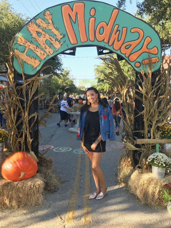 Madisen at the Entrance of the Oak Cliff Pumpkinfest